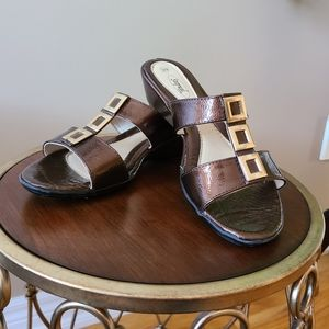 Stepwel Canada  patent leather sandal